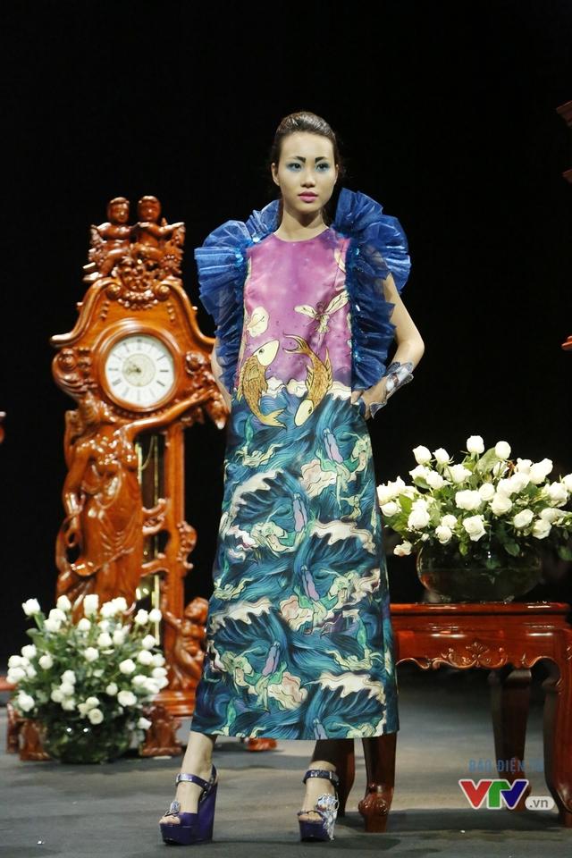 Những BST độc, lạ trên sàn diễn thời trang cao cấp Việt Nam - Ảnh 9.