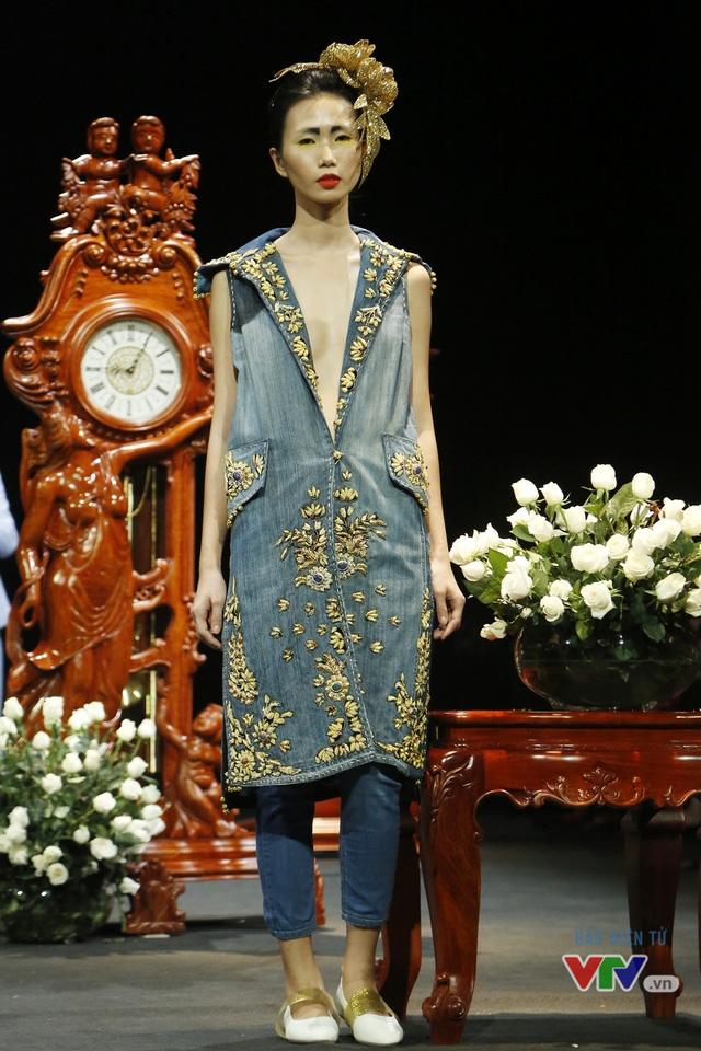 Những BST độc, lạ trên sàn diễn thời trang cao cấp Việt Nam - Ảnh 6.