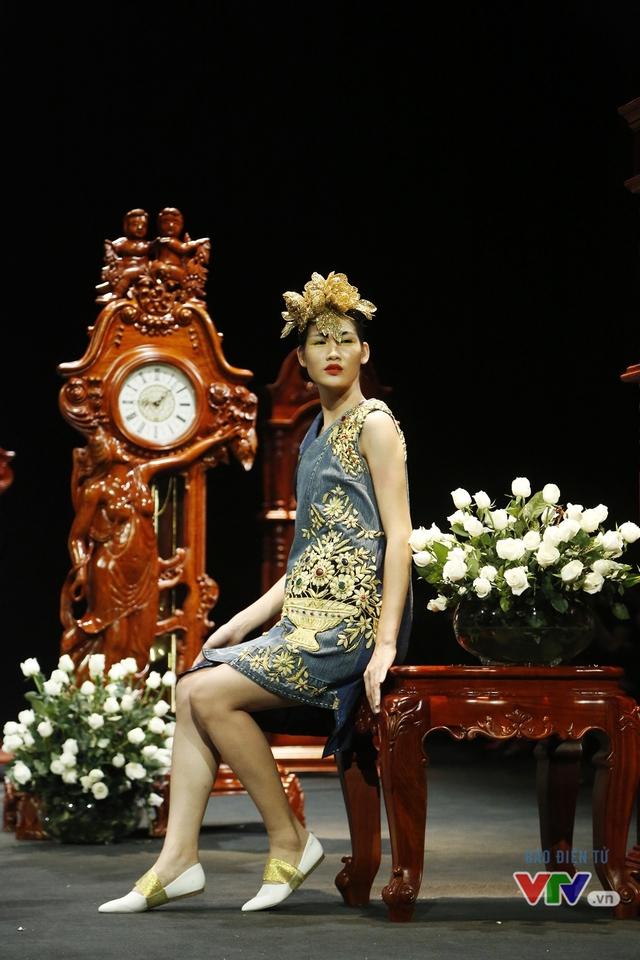 Những BST độc, lạ trên sàn diễn thời trang cao cấp Việt Nam - Ảnh 7.