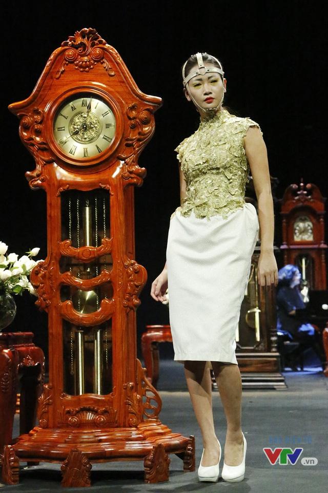 Những BST độc, lạ trên sàn diễn thời trang cao cấp Việt Nam - Ảnh 1.
