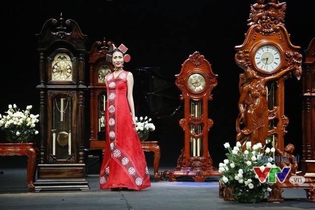 Những BST độc, lạ trên sàn diễn thời trang cao cấp Việt Nam - Ảnh 3.