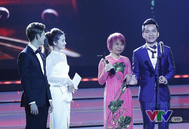 MC Hạnh Phúc: Giải thưởng ở VTV Awards không phải dành cho người chiến thắng - Ảnh 1.