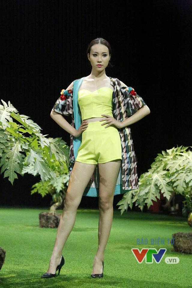 Mốt xuyên thấu, cut-out táo bạo được lăng-xê ở Tuần lễ thời trang Xuân Hè 2017 - Ảnh 14.