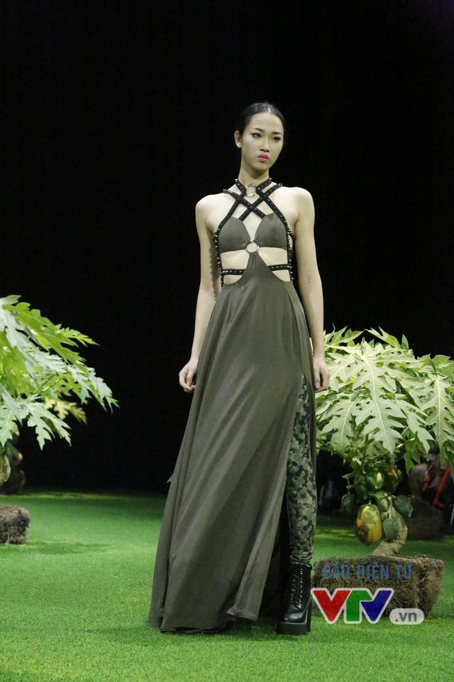 Mốt xuyên thấu, cut-out táo bạo được lăng-xê ở Tuần lễ thời trang Xuân Hè 2017 - Ảnh 3.