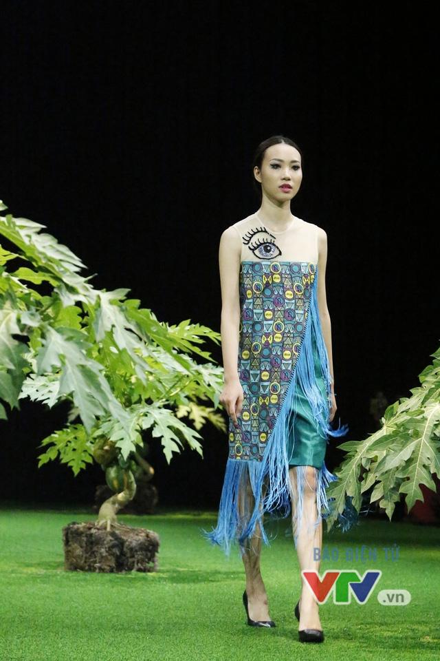 Mốt xuyên thấu, cut-out táo bạo được lăng-xê ở Tuần lễ thời trang Xuân Hè 2017 - Ảnh 5.