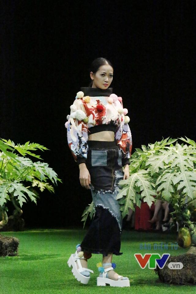 Mốt xuyên thấu, cut-out táo bạo được lăng-xê ở Tuần lễ thời trang Xuân Hè 2017 - Ảnh 7.
