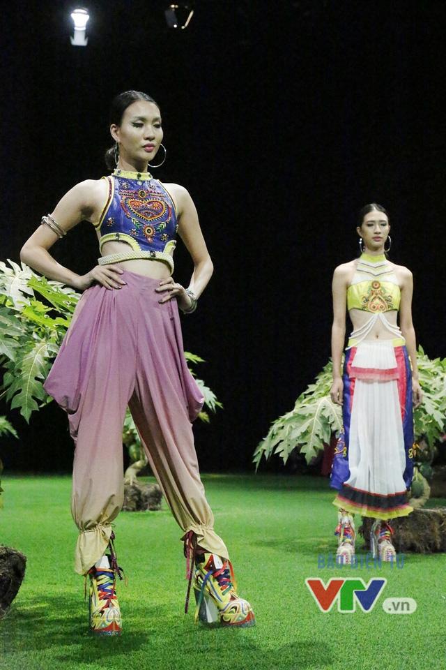 Mốt xuyên thấu, cut-out táo bạo được lăng-xê ở Tuần lễ thời trang Xuân Hè 2017 - Ảnh 8.