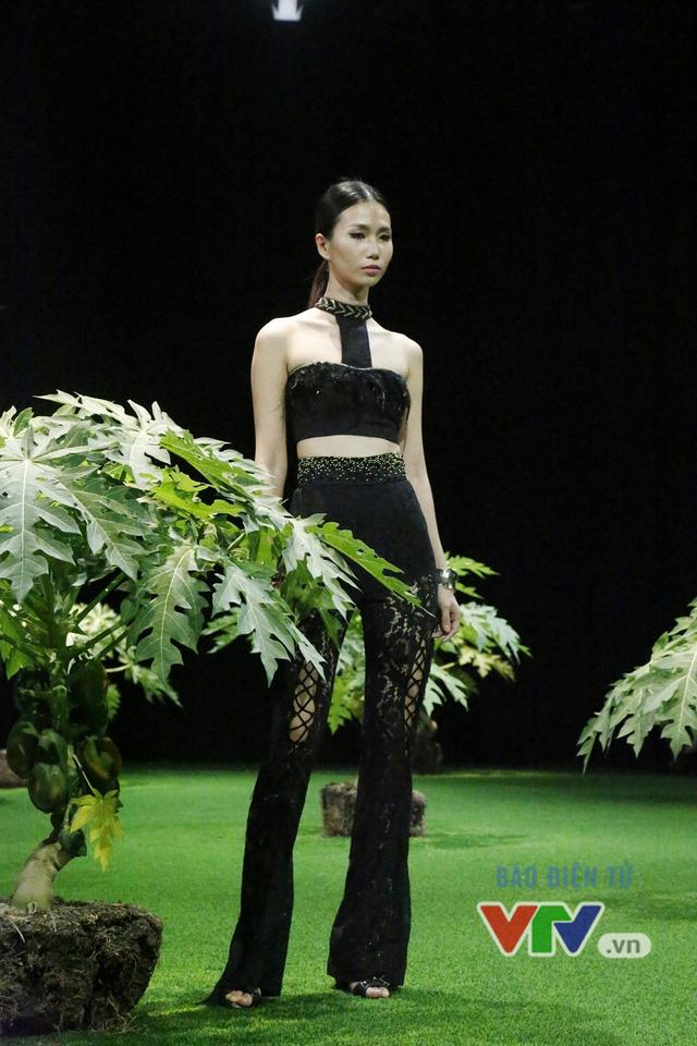 Mốt xuyên thấu, cut-out táo bạo được lăng-xê ở Tuần lễ thời trang Xuân Hè 2017 - Ảnh 9.