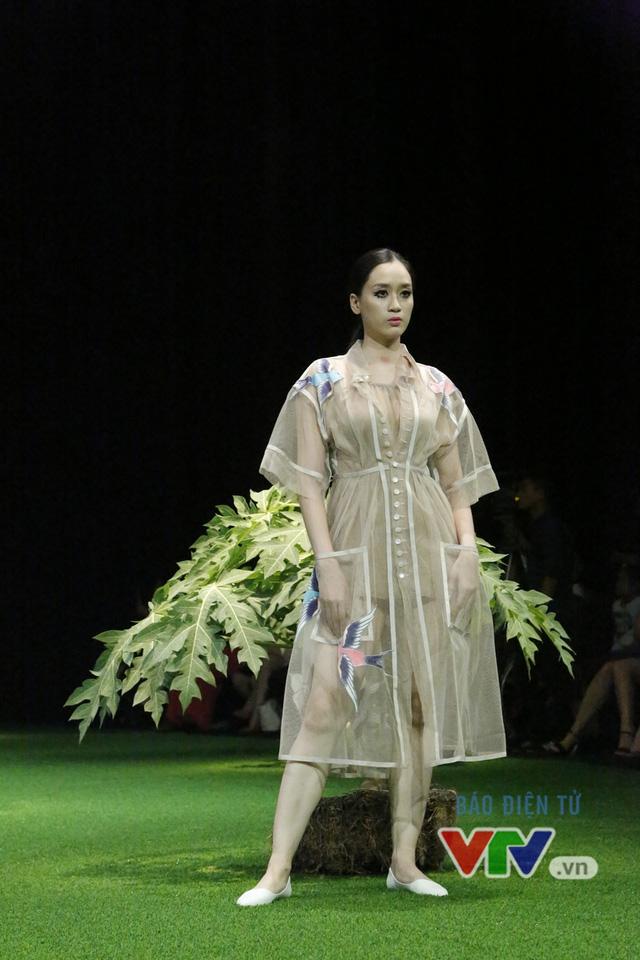 Mốt xuyên thấu, cut-out táo bạo được lăng-xê ở Tuần lễ thời trang Xuân Hè 2017 - Ảnh 11.