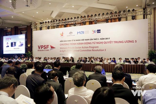 Thủ tướng Nguyễn Xuân Phúc: Doanh nghiệp Việt Nam hãy mạnh mẽ ra khơi - Ảnh 2.