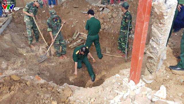 Quảng Trị: Phát hiện hài cốt liệt sĩ dưới hầm vũ khí còn sót lại sau chiến tranh - Ảnh 2.
