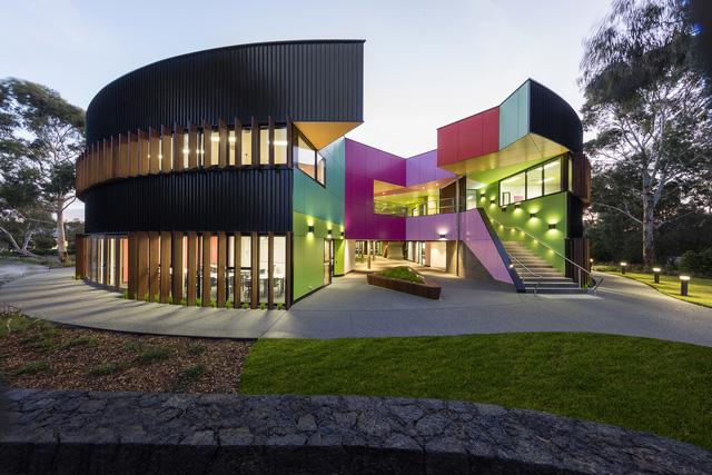 Ấn tượng ngôi trường với không gian ngập tràn sắc màu - Ảnh 2.