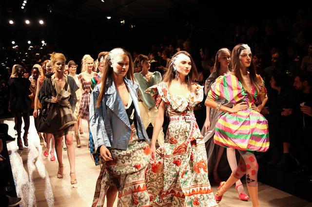 Ấn tượng những cái tên lão làng của ngành thời trang thế giới - Ảnh 7.