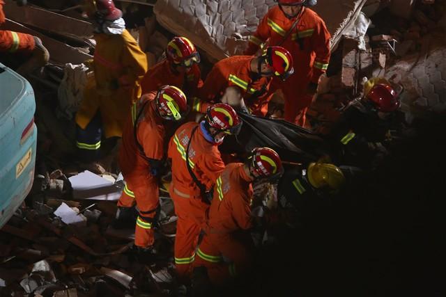 Sập nhà ở Thượng Hải, Trung Quốc: 5 người thiệt mạng - Ảnh 1.