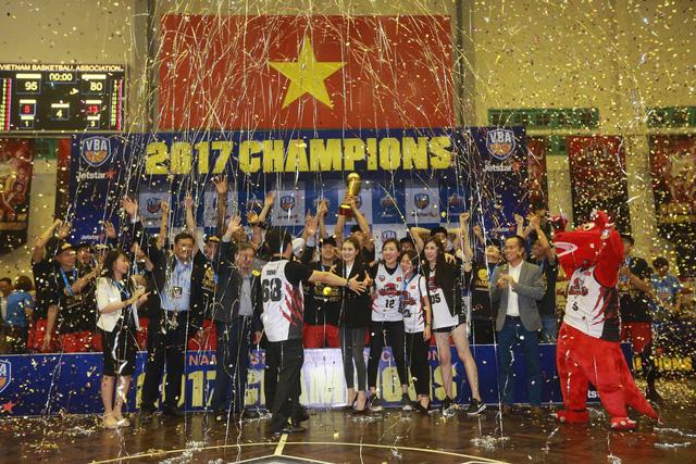 VBA Finals 2017 - Game 5: Xuất sắc ngược dòng, Thang Long Warriors lần đầu vô địch - Ảnh 4.