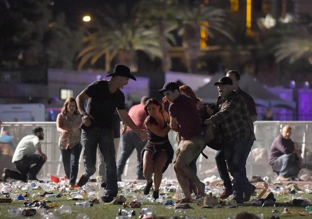Những hình ảnh kinh hoàng từ hiện trường vụ xả súng tại Las Vegas - Ảnh 5.