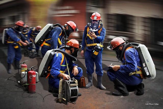 Khoảnh khắc chân thật về cuộc sống của những người thợ mỏ ở Quảng Ninh - Ảnh 6.