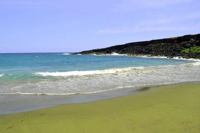 Tròn mắt trước những bãi biển có màu cát lạ ảo diệu - Ảnh 1.