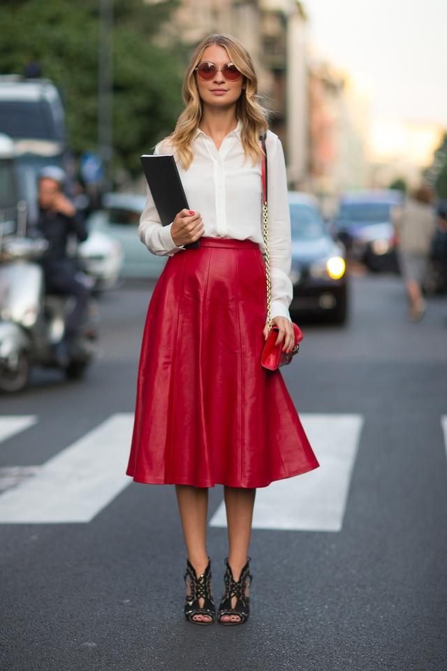 Gam màu đỏ nổi bật cho trang phục ngày Tết - Ảnh 5.