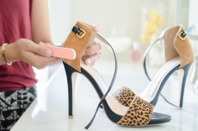 Mẹo hay làm sạch giày da và quần áo - Ảnh 1.