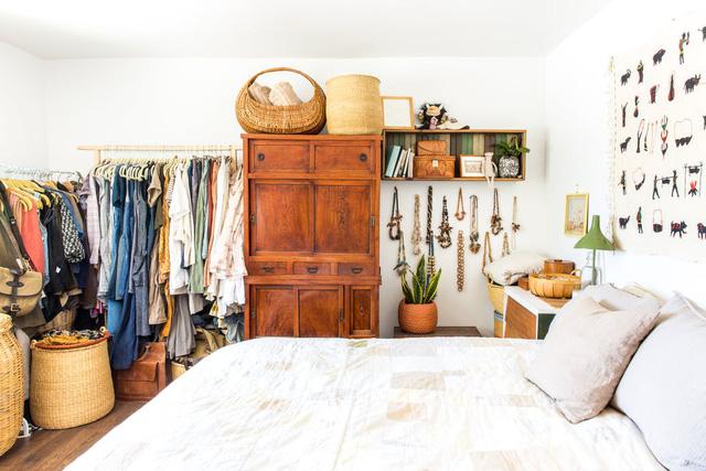 Ngôi nhà sàn gỗ mộc mạc với vô vàn đồ thủ công xinh xắn - Ảnh 10.