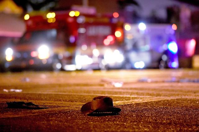 Những hình ảnh kinh hoàng từ hiện trường vụ xả súng tại Las Vegas - Ảnh 7.
