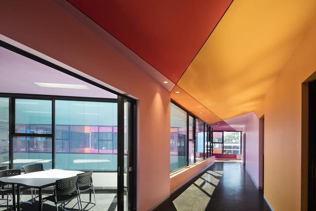 Ấn tượng ngôi trường với không gian ngập tràn sắc màu - Ảnh 6.