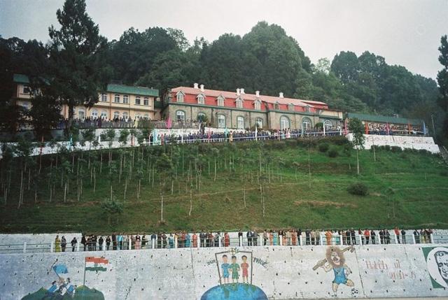 Các trường học có kiến trúc đẹp nhất Ấn Độ - Ảnh 10.