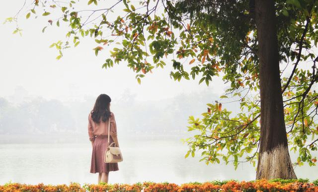 Những khung cảnh lãng mạn ai cũng nhớ đến khi mùa Thu gõ cửa Hà Nội - Ảnh 7.