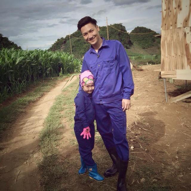 Nhìn những hình ảnh này, ai cũng phải công nhận Mạnh Trường là ông bố tuyệt vời của showbiz Việt - Ảnh 3.