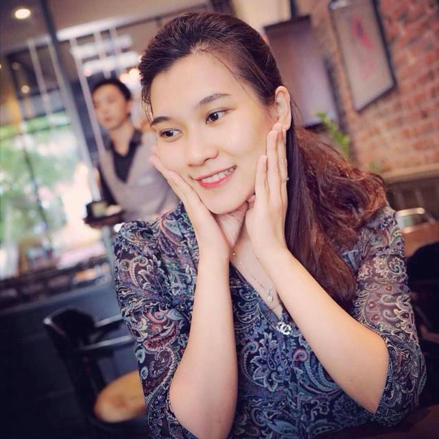BTV Khánh Trang ghi điểm với gu thời trang thanh lịch, nữ tính - Ảnh 9.