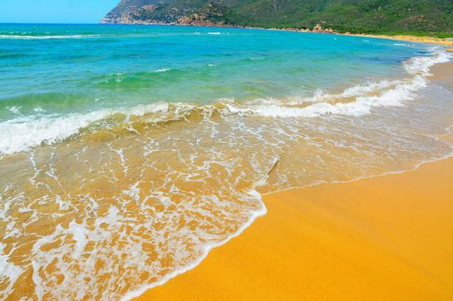 Tròn mắt trước những bãi biển có màu cát lạ ảo diệu - Ảnh 10.