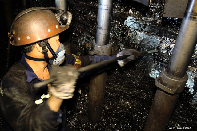 Khoảnh khắc chân thật về cuộc sống của những người thợ mỏ ở Quảng Ninh - Ảnh 12.