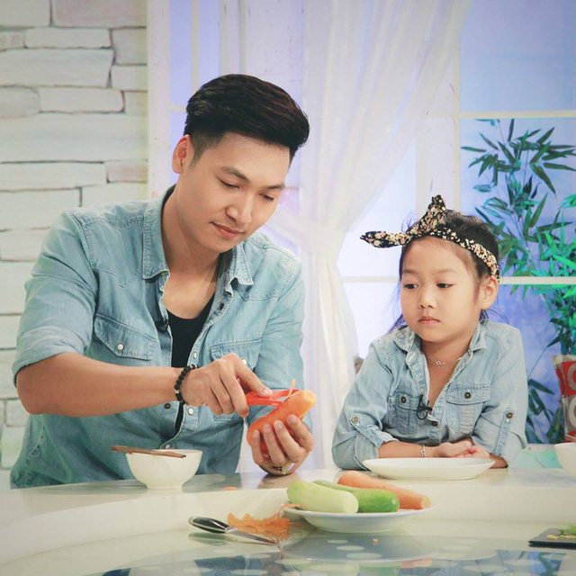 Nhìn những hình ảnh này, ai cũng phải công nhận Mạnh Trường là ông bố tuyệt vời của showbiz Việt - Ảnh 5.