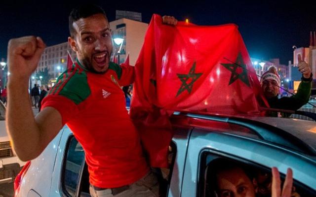 [CHÙM ẢNH] Người dân Maroc tràn xuống đường ăn mừng vé dự World Cup 2018 - Ảnh 13.
