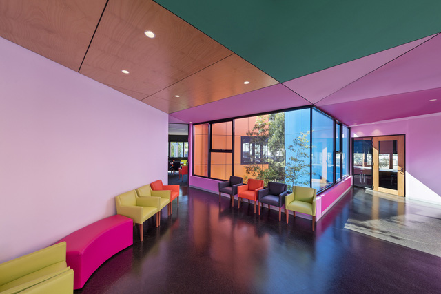 Ấn tượng ngôi trường với không gian ngập tràn sắc màu - Ảnh 8.