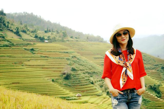 BTV Khánh Trang ghi điểm với gu thời trang thanh lịch, nữ tính - Ảnh 8.