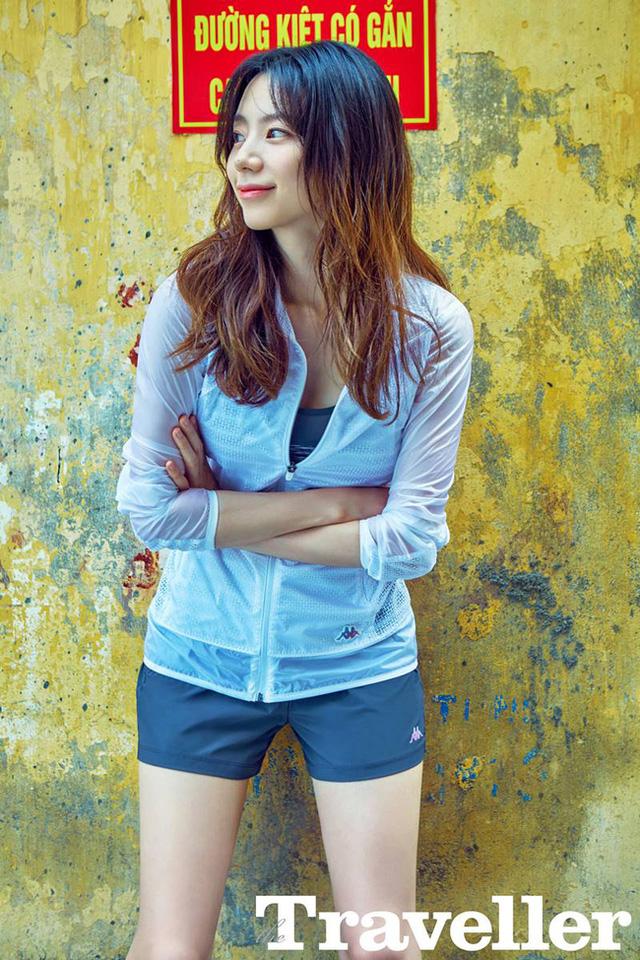 Bà xã Bae Yong Joon bất ngờ tung ảnh chụp ở Việt Nam - Ảnh 1.