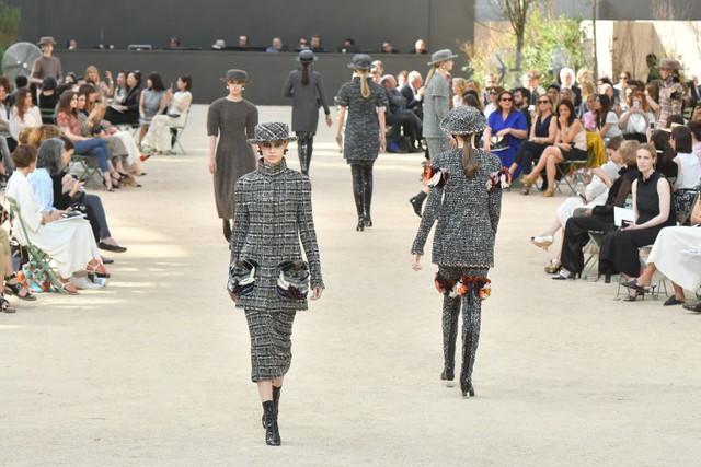 Chanel mang tháp Eiffel lên sàn diễn thời trang cao cấp - Ảnh 19.