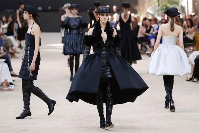 Chanel mang tháp Eiffel lên sàn diễn thời trang cao cấp - Ảnh 18.