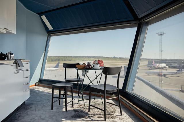 Độc đáo căn hộ mini hiện đại nằm ngay trong... sân bay - Ảnh 4.