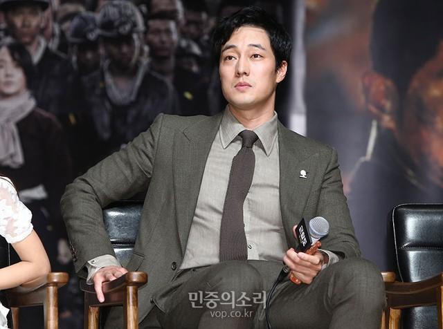 Rụng tim với màn đọ sắc khó phân định thắng thua giữa Song Joong Ki và So Ji Sub - Ảnh 9.