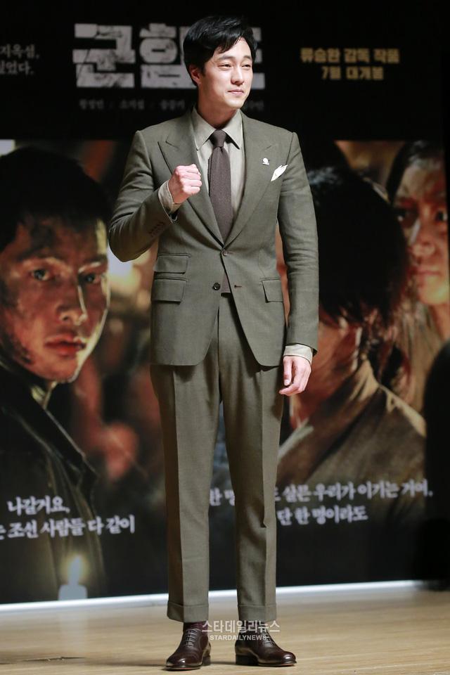 Rụng tim với màn đọ sắc khó phân định thắng thua giữa Song Joong Ki và So Ji Sub - Ảnh 7.