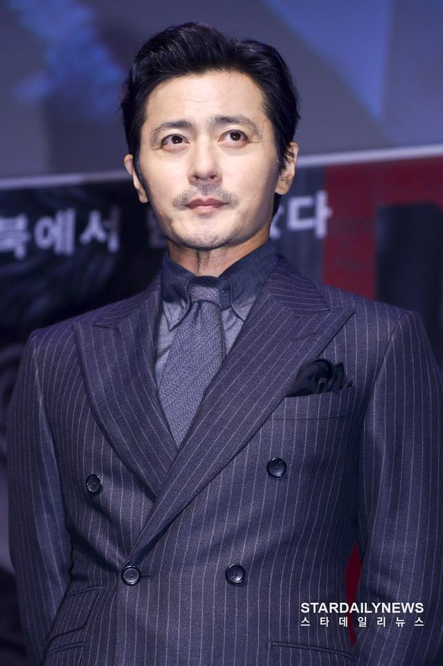 Quý ông U50 Jang Dong Gun khoe vẻ lịch lãm, đánh bật đàn em Lee Jong Suk - Ảnh 3.