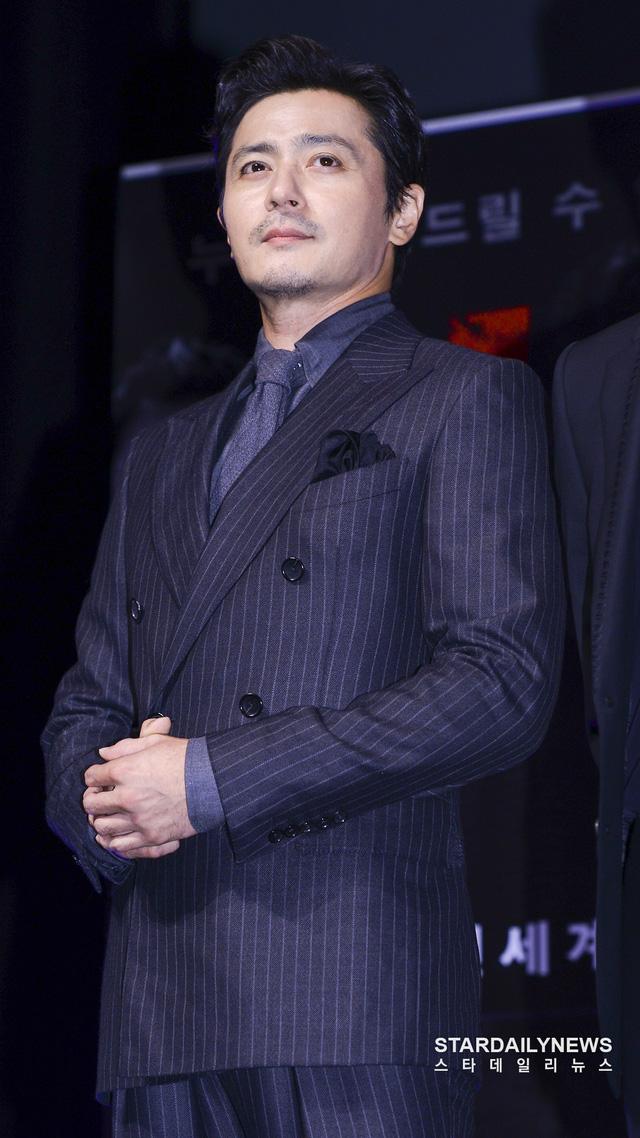 Quý ông U50 Jang Dong Gun khoe vẻ lịch lãm, đánh bật đàn em Lee Jong Suk - Ảnh 2.