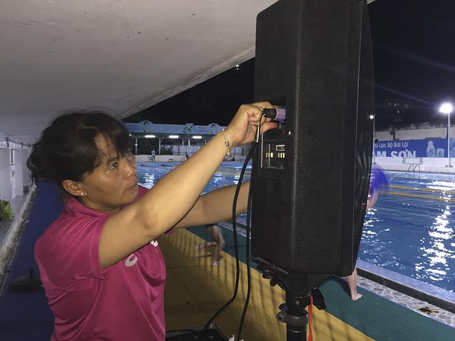 Tập ở hồ bơi công cộng, ĐT Bơi nghệ thuật Việt Nam đặt mục tiêu HCĐ SEA Games 29 - Ảnh 6.