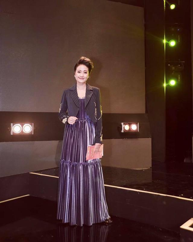 MC Phí Linh biến hóa với phong cách thời trang đa dạng và chất lừ - Ảnh 10.