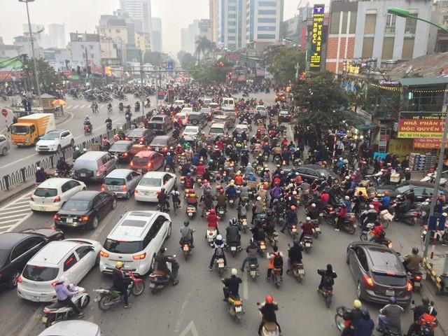 Năm 2017, xe máy vẫn bán chạy như tôm tươi tại Việt Nam - Ảnh 1.