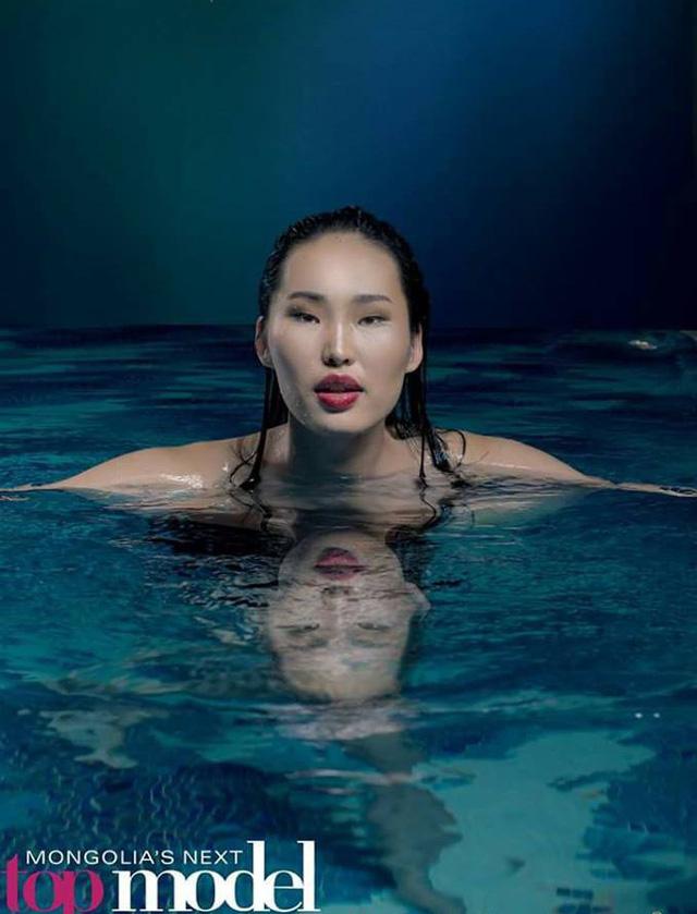 Top Model Mông Cổ ấn tượng ngay từ mùa đầu nhờ concept ảnh siêu độc - Ảnh 4.