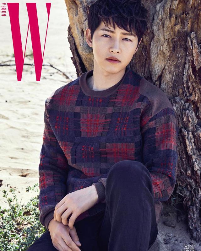 Chỉ với một ánh nhìn, Song Joong Ki đã khiến fan ngây ngất - Ảnh 1.